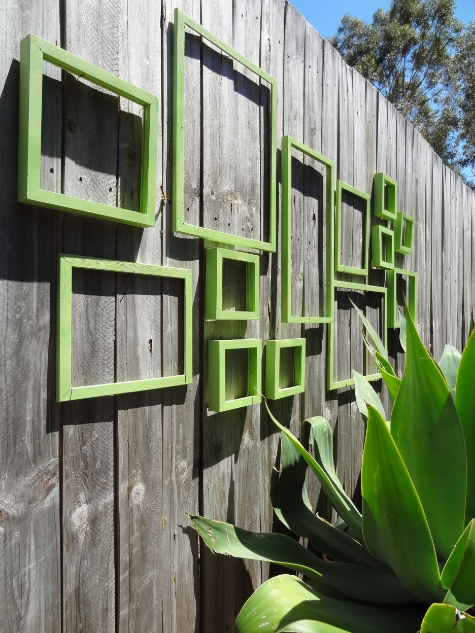 Contemporary Outdoor Wall Art Throughout 2018 Wall: Outdoor Wall Art Idea Applying Green Color On Wooden Wall (View 6 of 15)