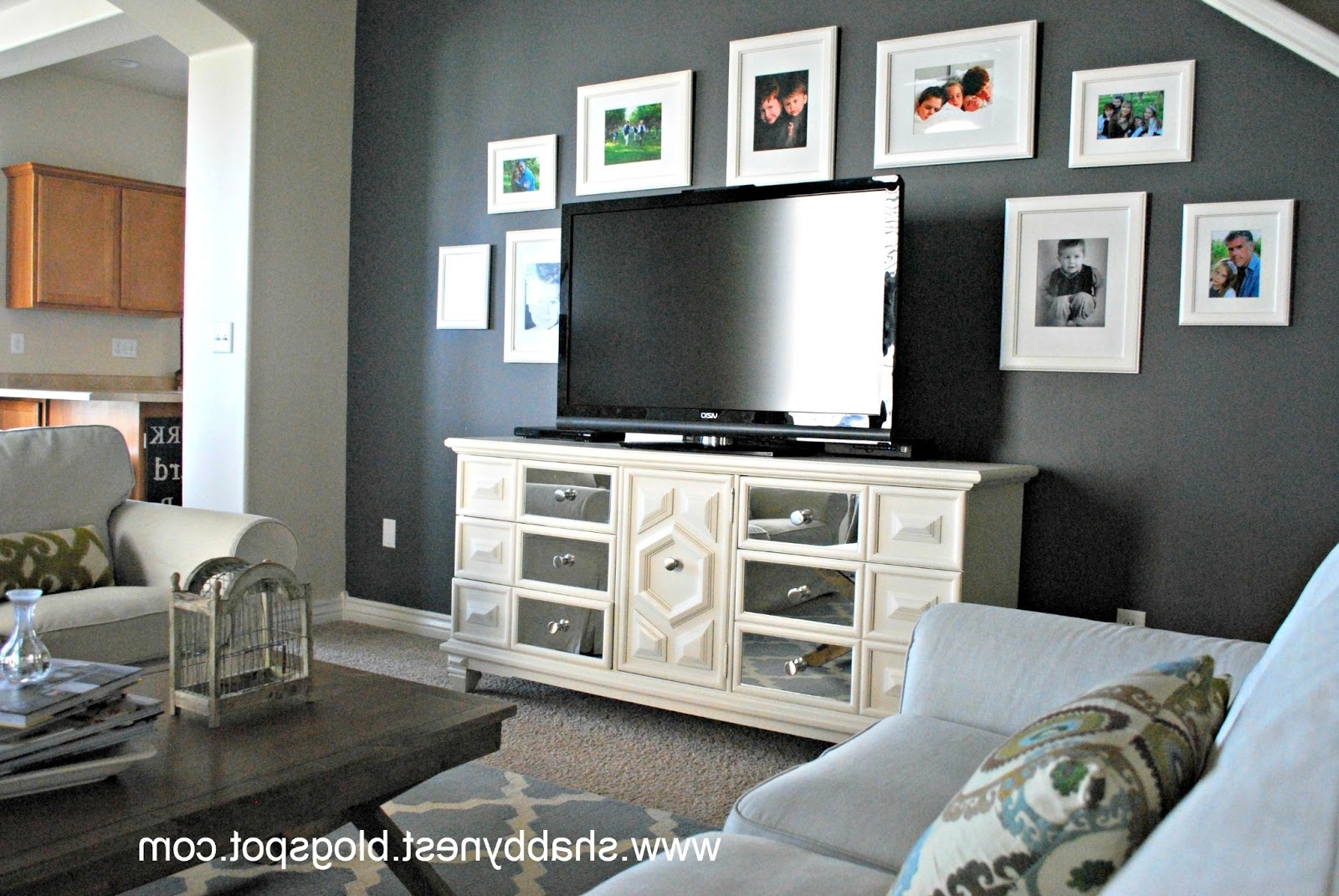 Best And Newest Wall Decor: Awesome Decorating A Living Room With Gray Walls Within Wall Accents For Grey Room (Gallery 3 of 15)