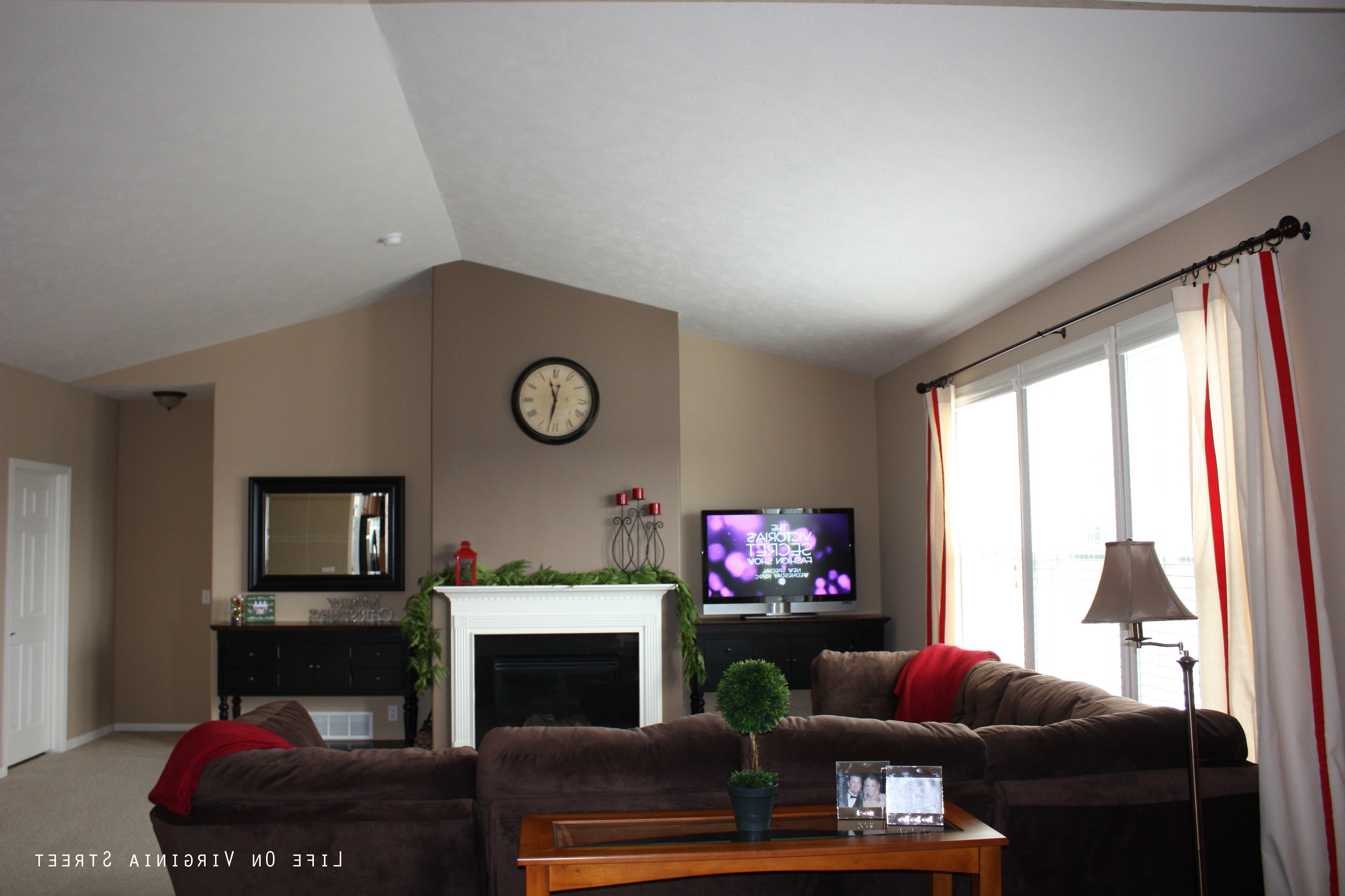 Famous Good Color For Living Room Home Decor Walls Wall Schemes Is Within Wall Accents For Tan Room (View 8 of 15)