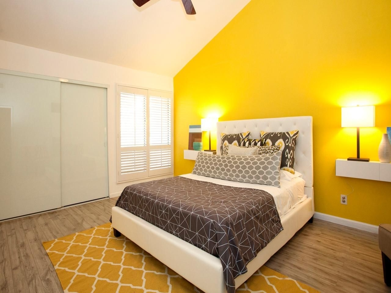 Fashionable 14 Living Room And Bedroom Makeovers From House Hunters Renovation Intended For Wall Accents For Yellow Room (View 5 of 15)