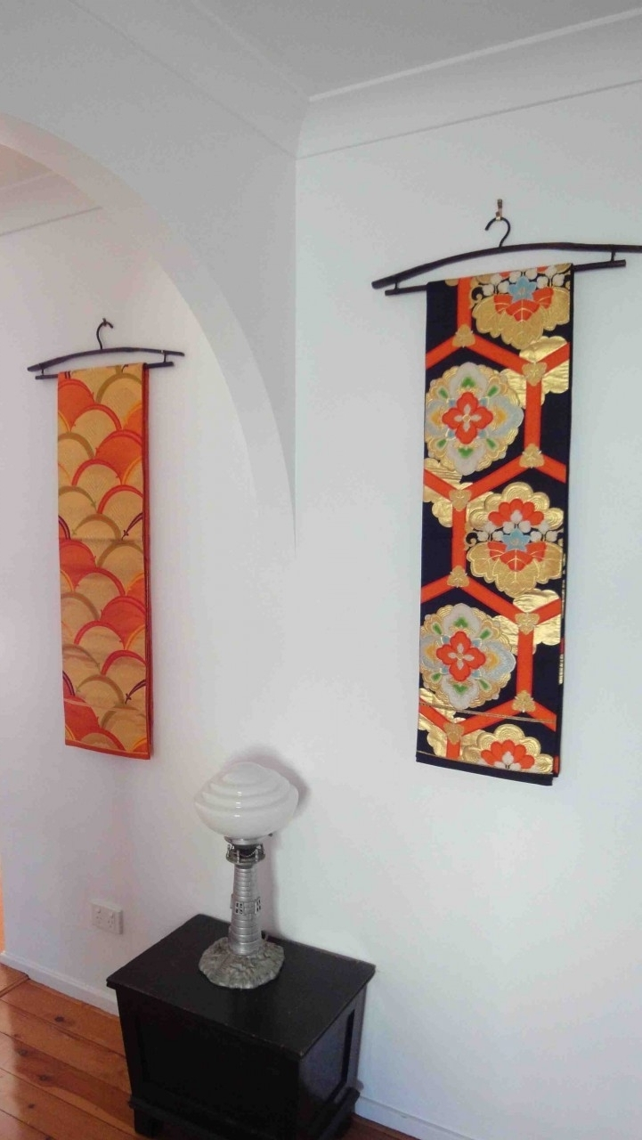 Most Up To Date Japanese Fabric Wall Art In Japanese Obi Wall Hanging // Such Pretty Yet Easy Idea! (View 9 of 15)