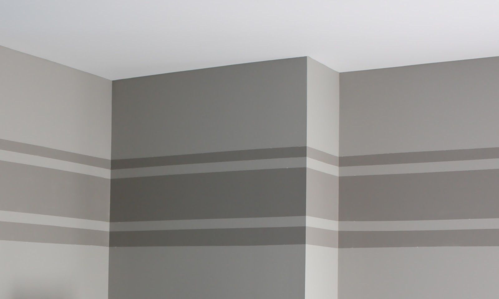 Recent Horizontal Stripes Wall Accents Pertaining To Horizontal Stripe On Wall (View 5 of 15)