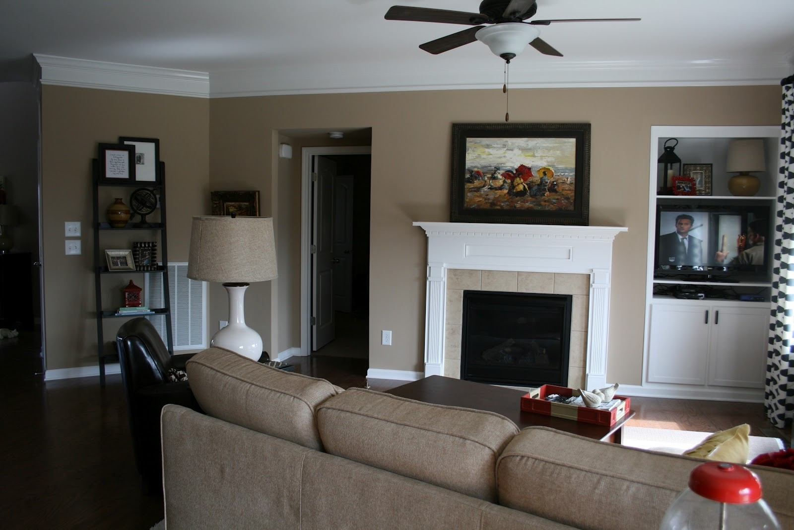 Tan Accent Wall Brown Accent Wall Living Room Ideas Wall Colors With Regard To Fashionable Wall Accents For Tan Room (View 15 of 15)