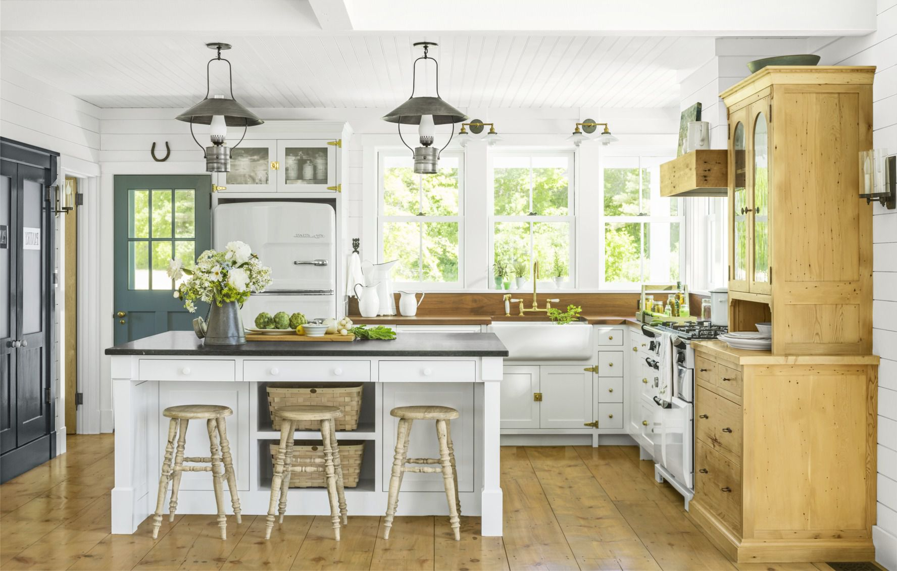 Casual Country Eat Here Retro Wall Decor Inside Recent 50+ Best Farmhouse Style Ideas – Rustic Home Decor (View 7 of 20)