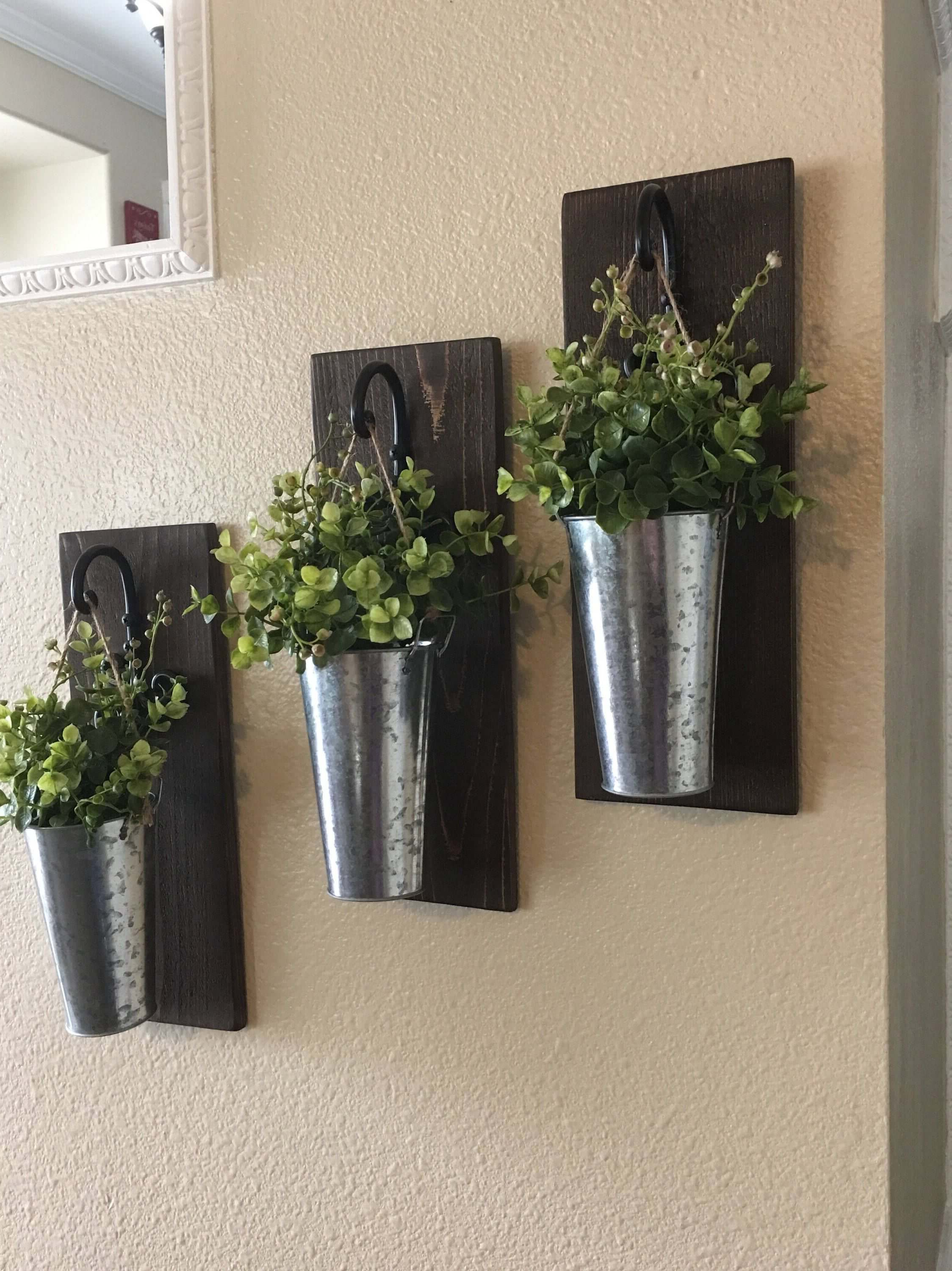 Farm Metal Wall Rack And 3 Tin Pot With Hanger Wall Decor Inside 2020 36 Best Farmhouse Plant Decor Ideas And Designs For (View 14 of 20)