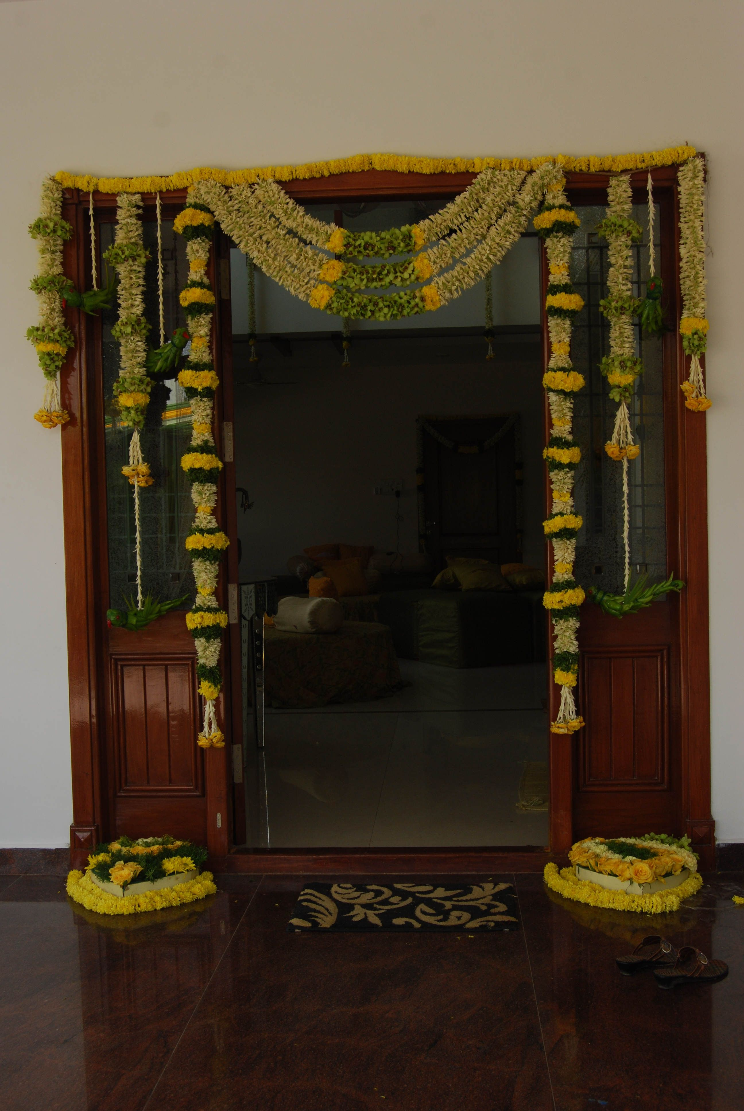 Fashionable Floral Patterned Over The Door Wall Decor With Regard To Door Framedflowers And Green Leaves (View 4 of 20)
