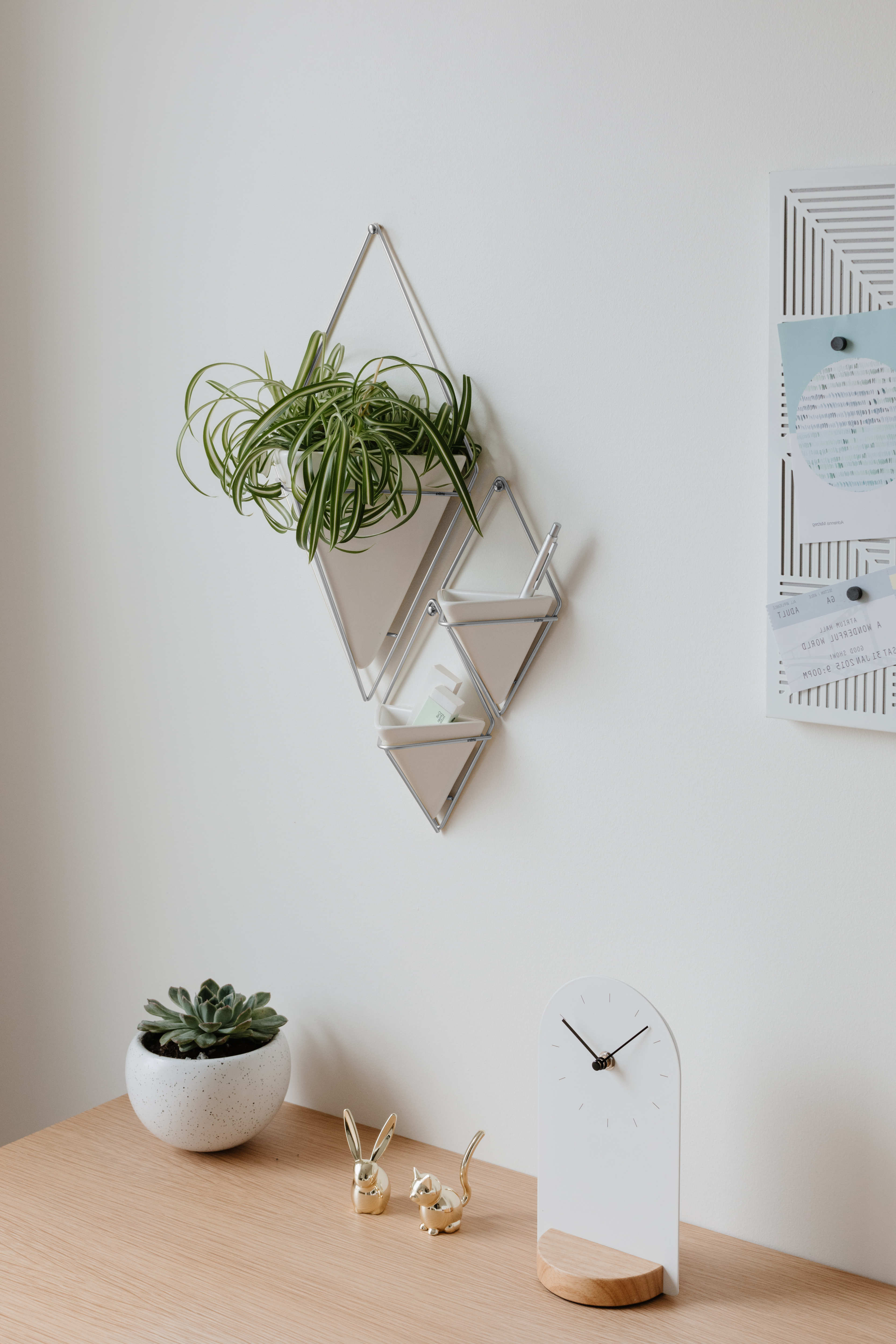 Most Up To Date Trigg Hanging Planter Vase & Geometric Wall Decor Container – Great Intended For 2 Piece Trigg Wall Decor Sets (Set Of 2) (Gallery 19 of 20)
