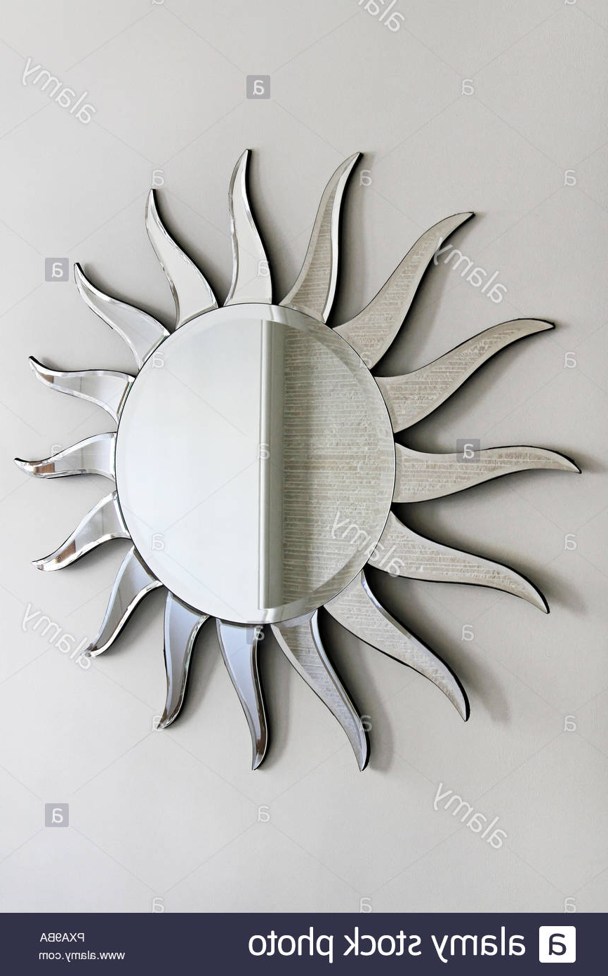 2019 Sun Shaped Wall Mirrors Within Wall Mirror In Sun Shape With Rays Stock Photo: 222732366 – Alamy (Gallery 17 of 20)