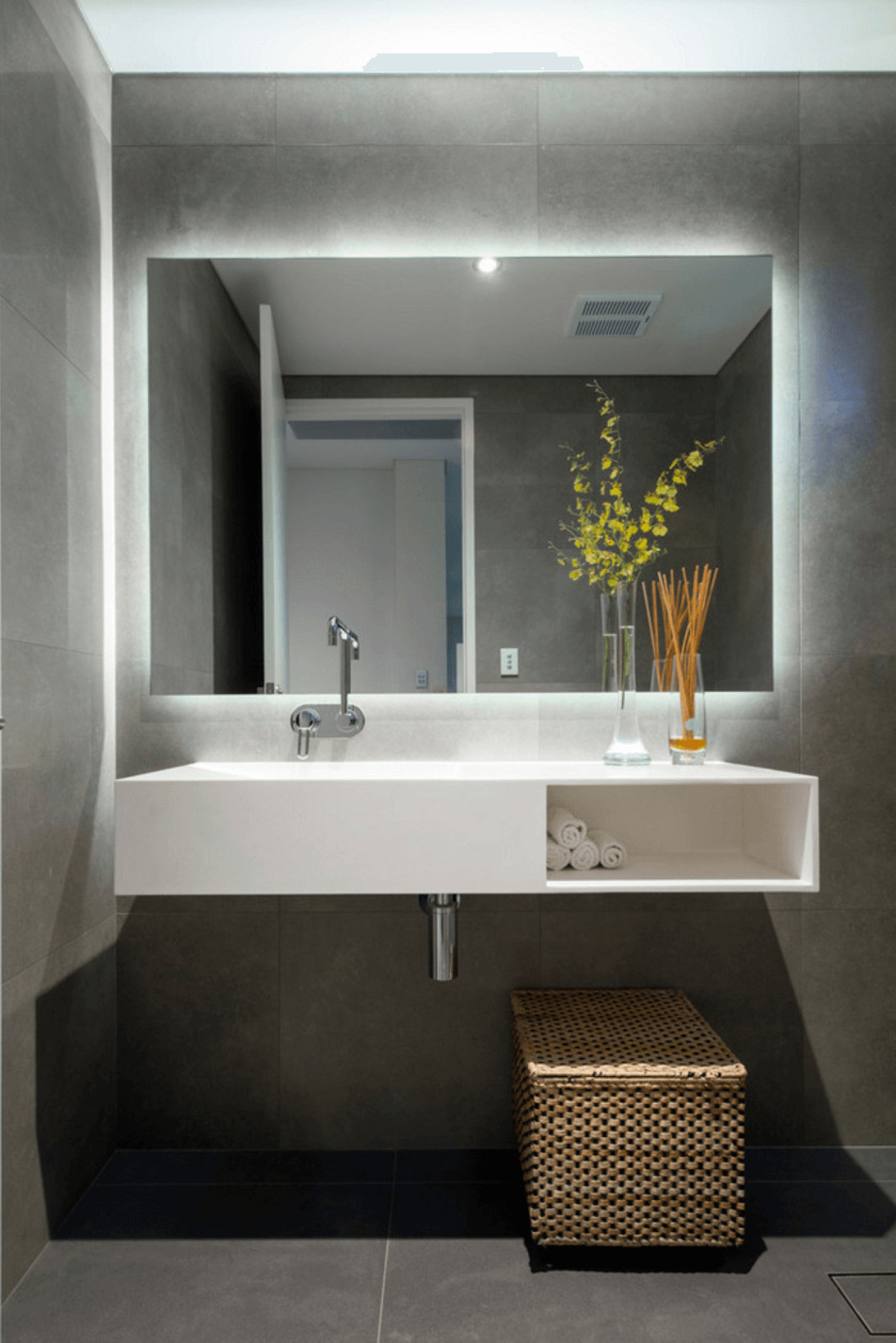 Ansprechend Large Wall Mirrors Nz Square For Full La Intended For Current Small Bathroom Wall Mirrors (Gallery 16 of 20)