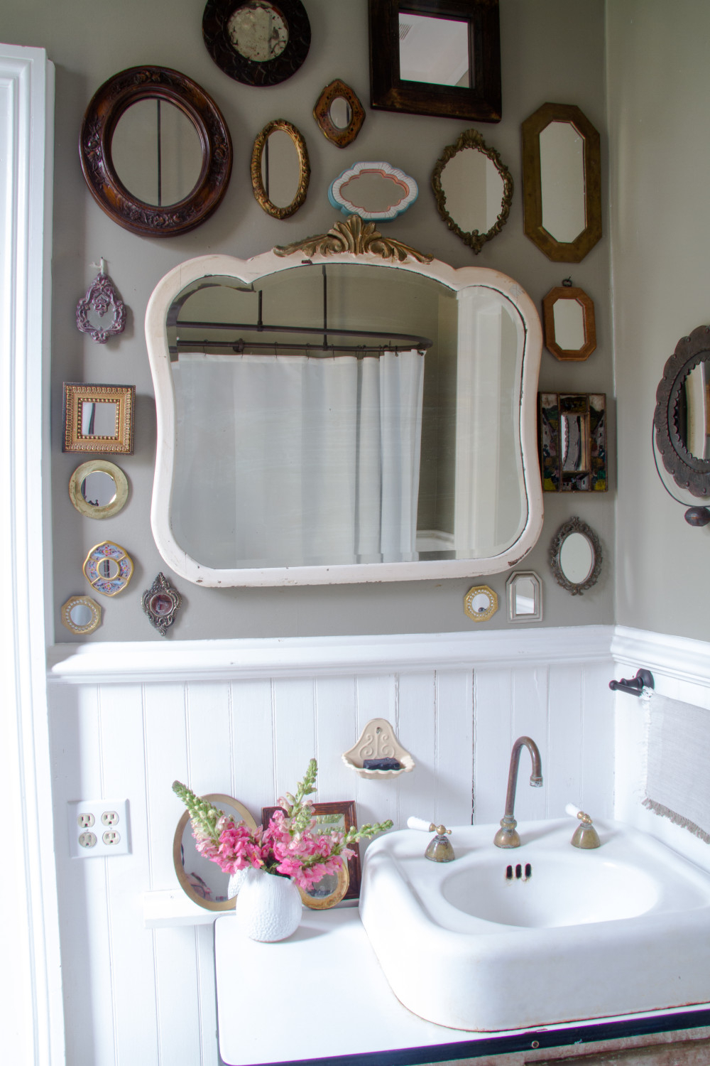 Apartment Therapy In Funky Wall Mirrors (View 1 of 20)