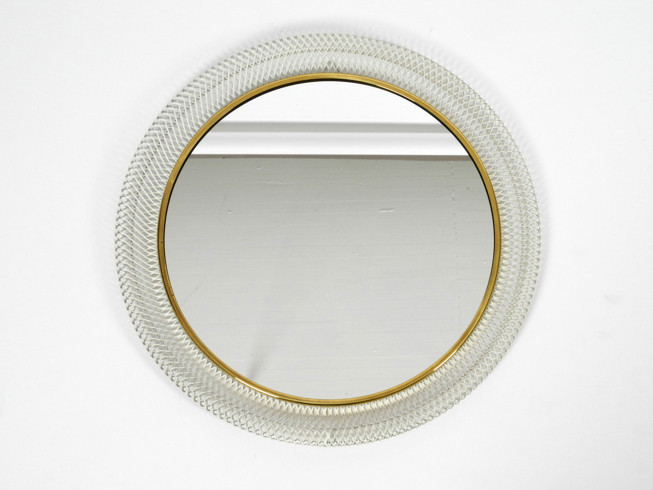 Best And Newest Very Nice Round Xl Mid Century Modern Wall Mirror With White Metal Frame In Mid Century Modern Wall Mirrors (View 2 of 20)