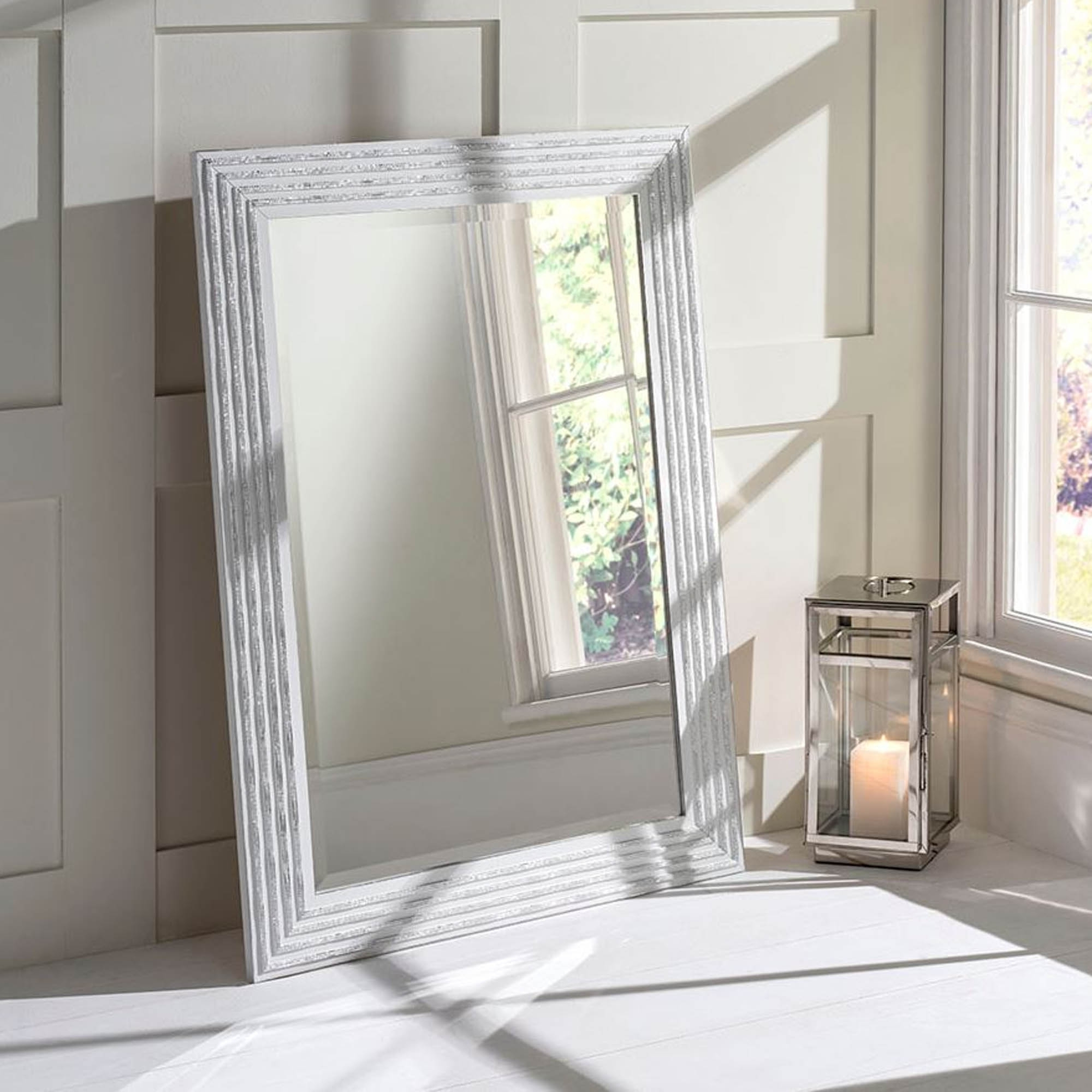 Best And Newest White Decorative Wall Mirrors Inside White And Silver Decorative Wall Mirror (View 13 of 20)