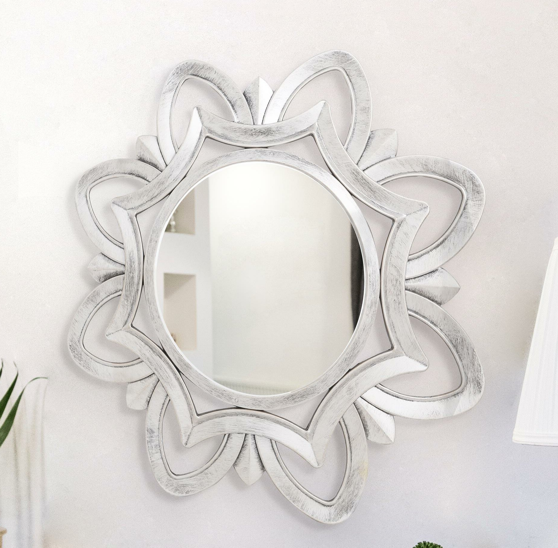 Bryleigh Simple Elegance Accent Mirror Pertaining To Preferred Alissa Traditional Wall Mirrors (View 7 of 20)