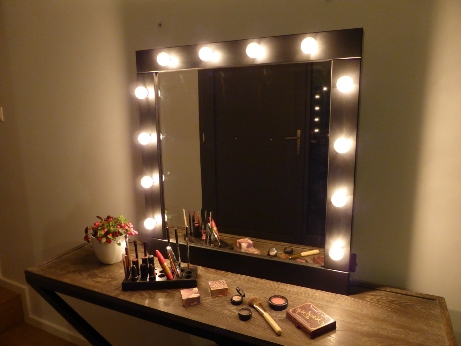 Cosmetic Wall Mirrors Throughout Popular Vanity Wall Mirror With Lights – A Great Way To Light Up Your Space (View 17 of 20)