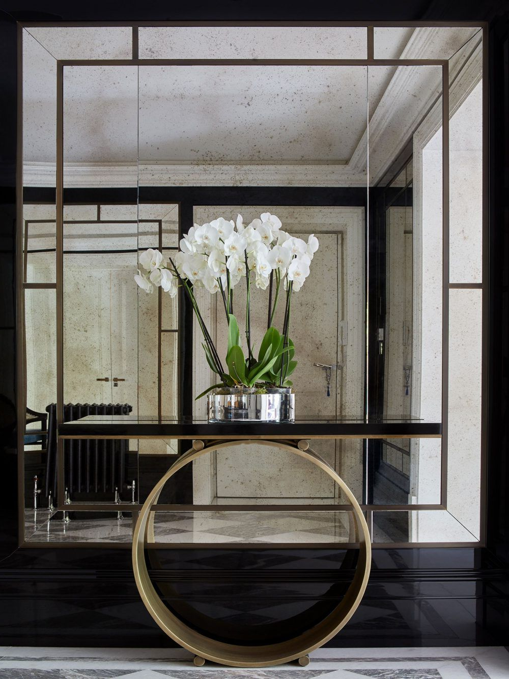 Current Expensive Wall Mirrors In 13 Astonishing Foyer Mirrors For A Welcoming Home (View 13 of 20)