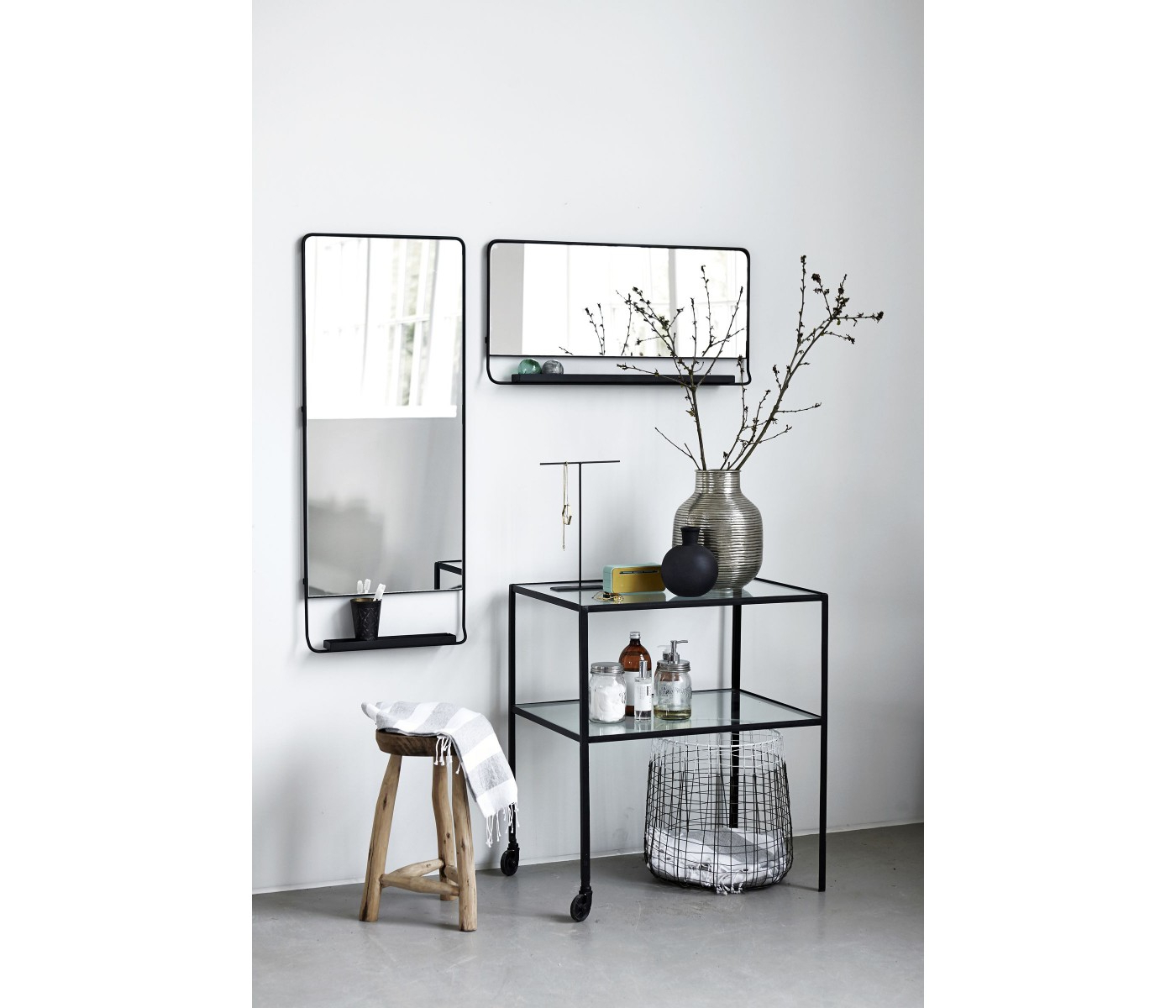 Current Vertical Wall Mirror Chic With Shelfe And Black Edge House With Vertical Wall Mirrors (View 7 of 20)