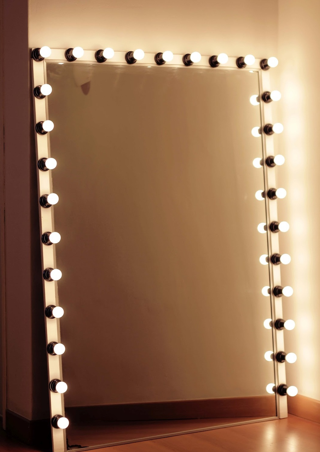 Decorations Stunning Square Wall Mirrors With Light Bulbs Black For Most Current Wall Mirrors With Light Bulbs (View 5 of 20)