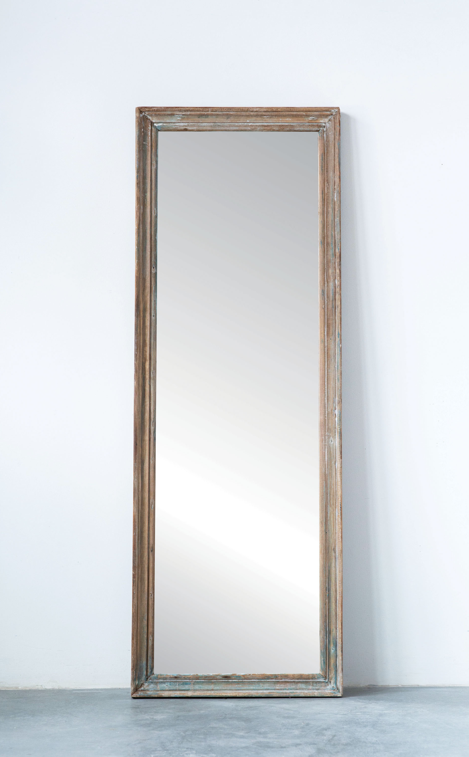 Ekaterina Arch/crowned Top Wall Mirrors With Regard To 2020 Jusino Rectangle Reclaimed Wood Traditional Full Length Mirror (Gallery 19 of 20)
