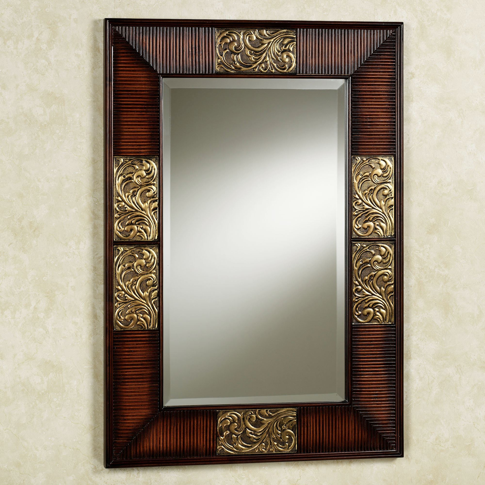 Fashionable Sarantino Wall Mirror With Entry Wall Mirrors (View 10 of 20)