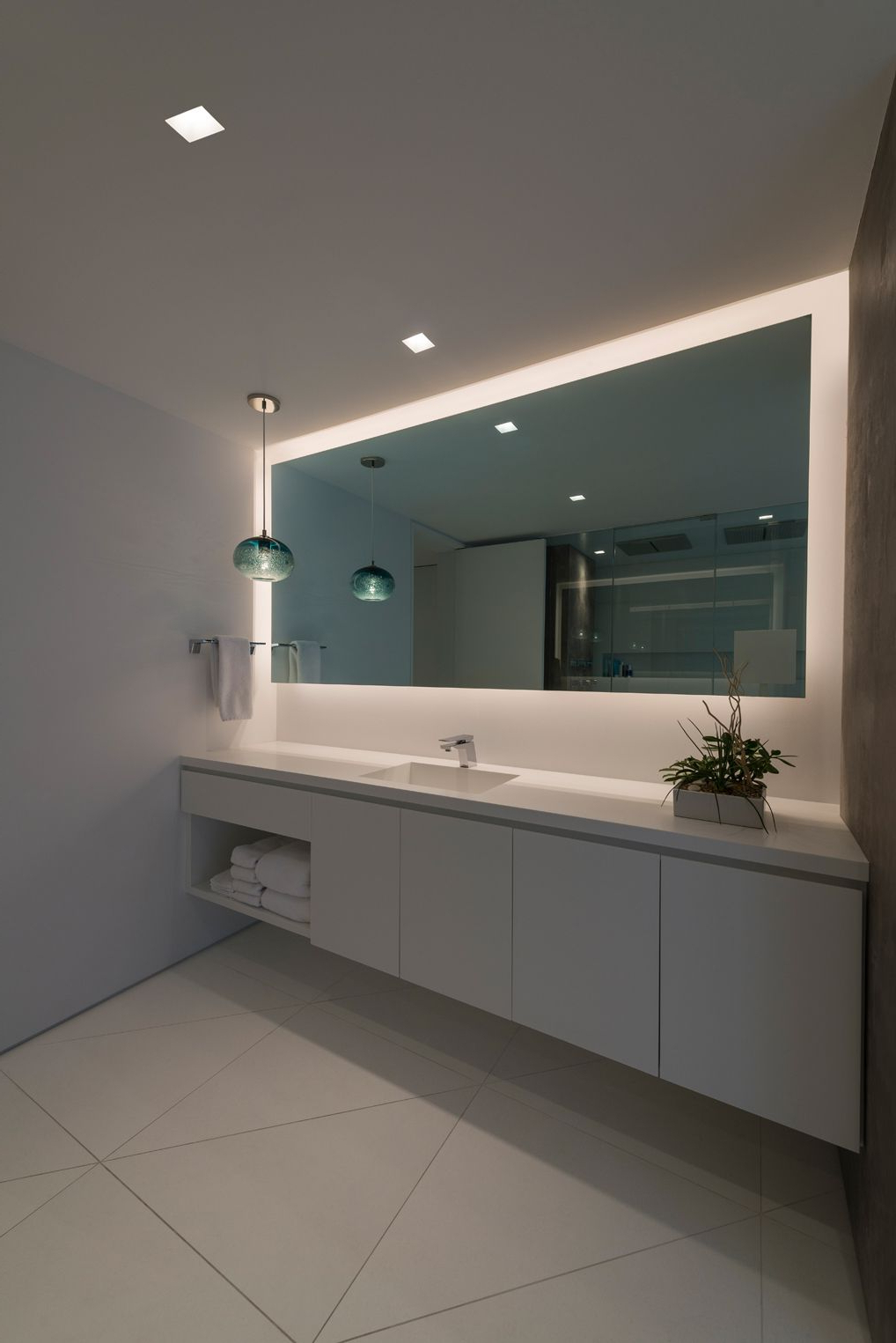 Lighted Bathroom Wall Mirrors With Fashionable Tips To Choose A Bathroom Mirror (Gallery 7 of 20)