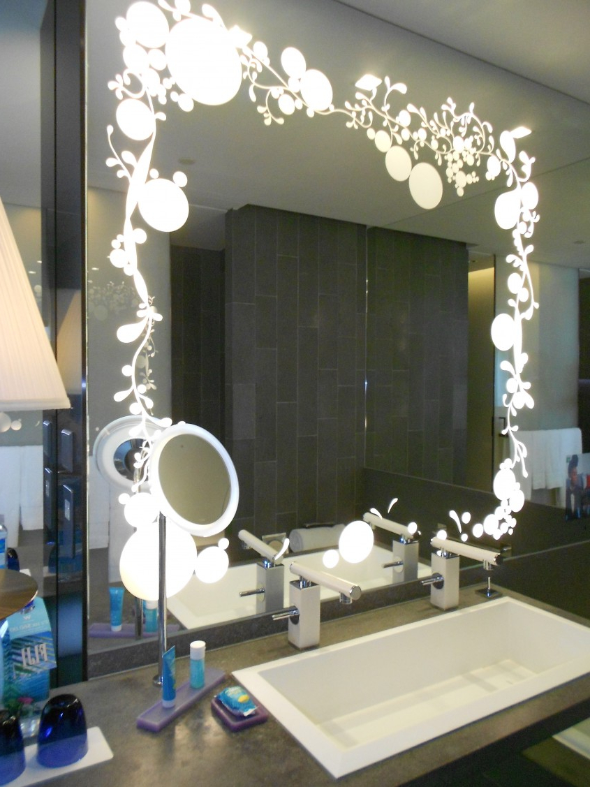 Mirrors: Use Tri Fold Vanity Mirror To View Yourself At Inside Widely Used Tri Fold Bathroom Wall Mirrors (View 10 of 20)