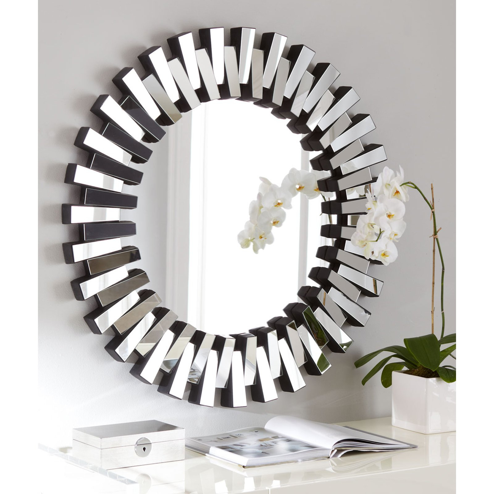 Modern Decorative Wall Mirrors Inside Trendy Afina Modern Luxe Round Wall Mirror – 36 In (View 8 of 20)