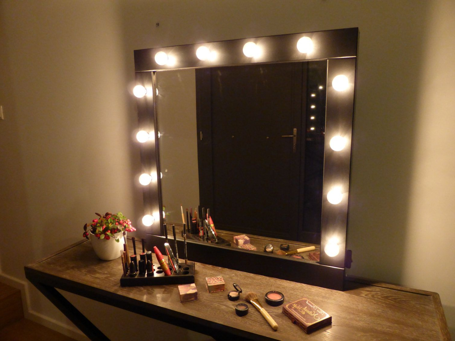 Most Current Makeup Mirrors With Lights (View 5 of 20)
