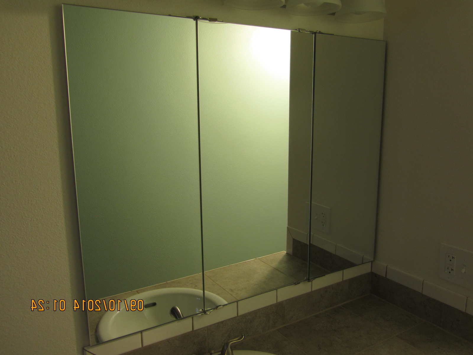 Most Up To Date Trifold Vanity And Wardrobe Mirrors With Tri Fold Wall Mirrors (View 10 of 20)