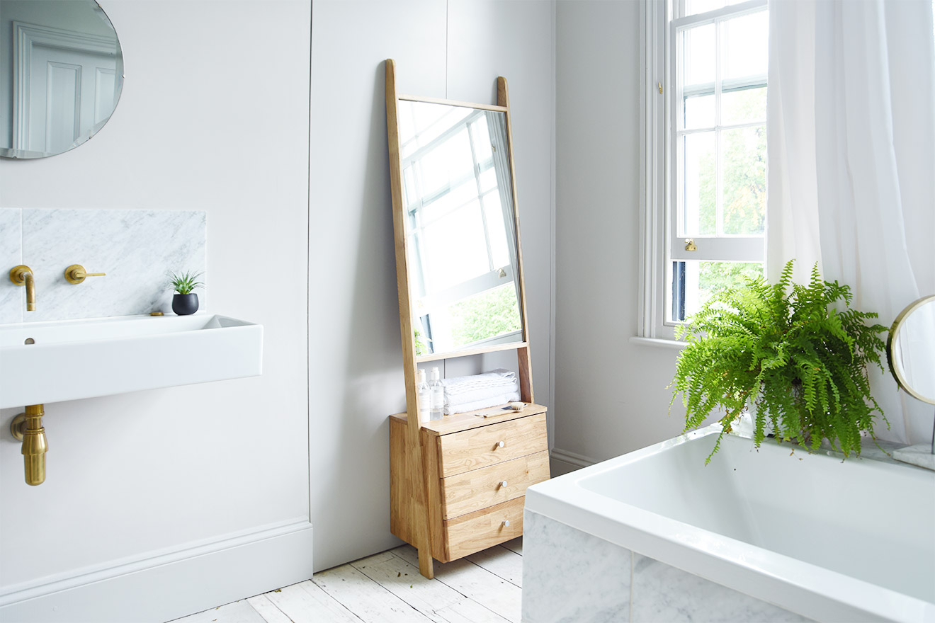 Oak Leaning Ladder Mirror Drawers In Famous Leaning Mirrors (View 11 of 20)