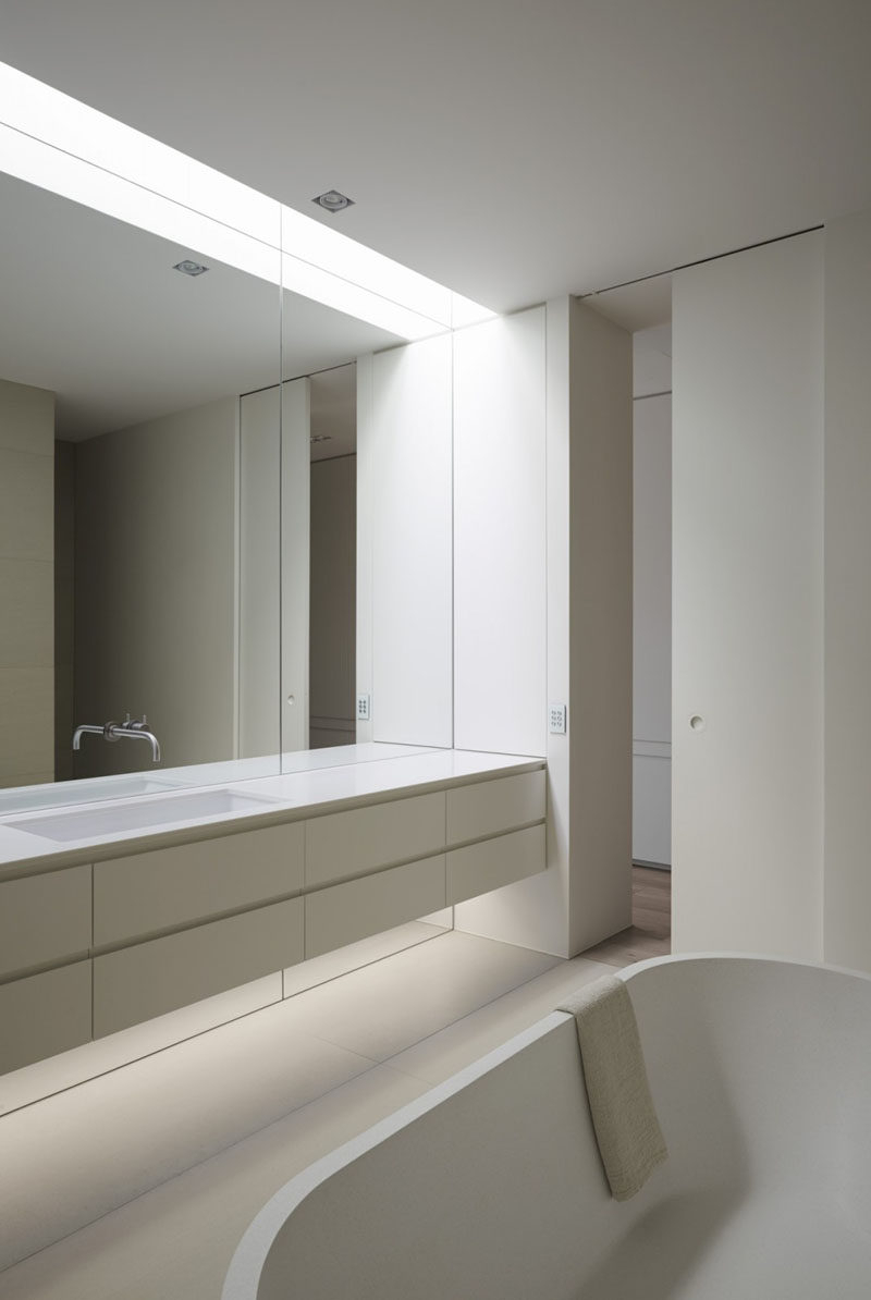 Popular Wall Mirror For Bathroom Pertaining To Bathroom Mirror Ideas – Fill The Whole Wall (View 3 of 20)