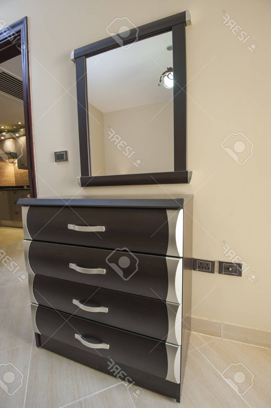 Preferred Set Of Drawers And Wall Mirror Furniture In Luxury Apartment With Wall Mirrors With Drawers (View 4 of 20)