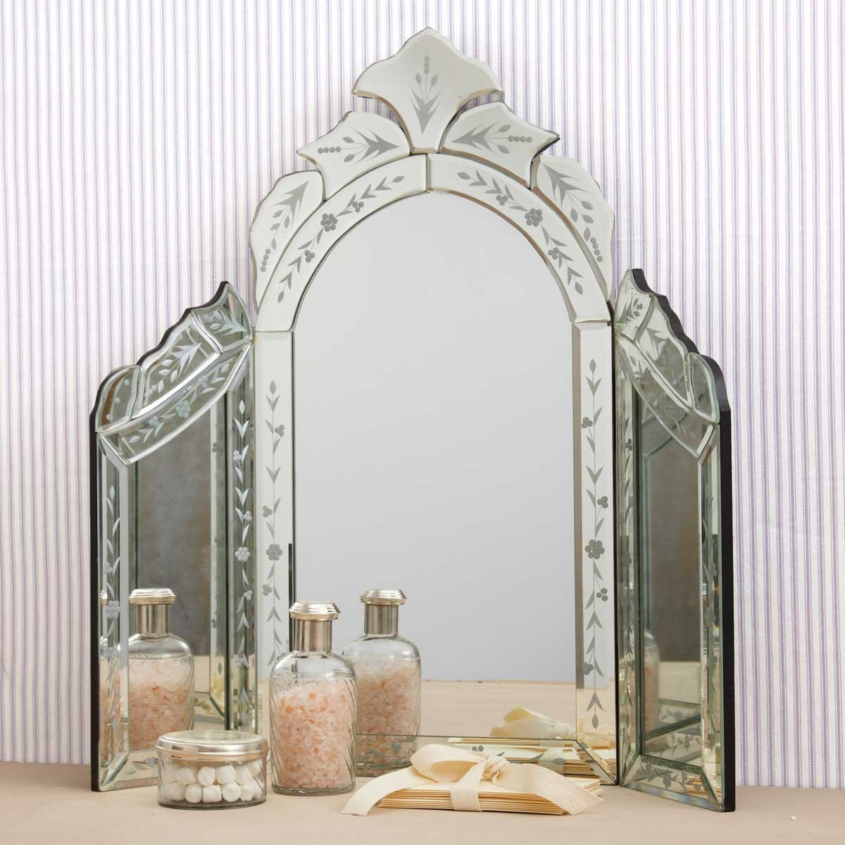 Recent Agreeable Antique Full Length Tri Fold Mirror Gold Frames With Regard To Tri Fold Bathroom Wall Mirrors (Gallery 17 of 20)