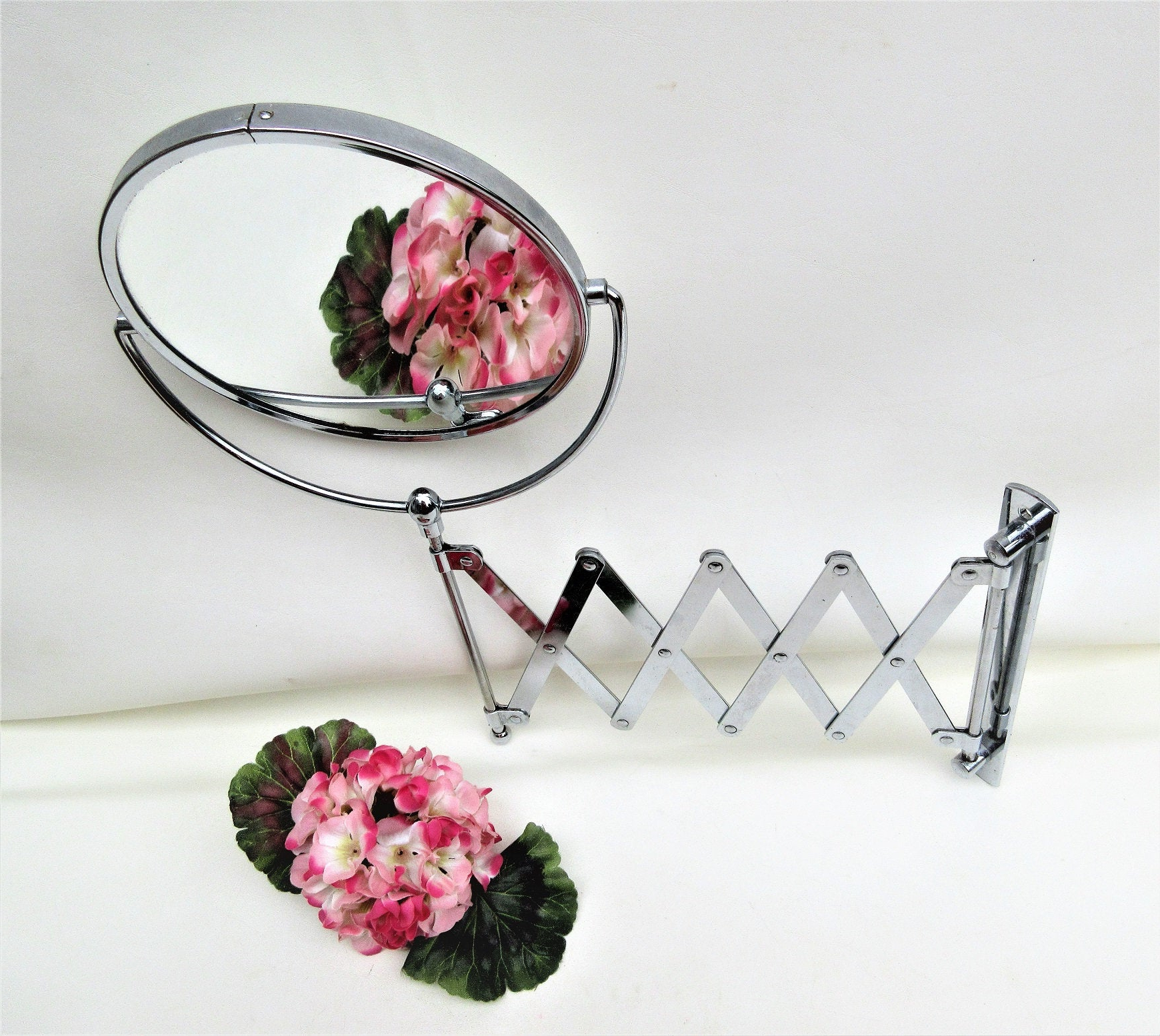 Tilting Mirror With Regard To Most Popular Accordion Wall Mirrors (Gallery 17 of 20)