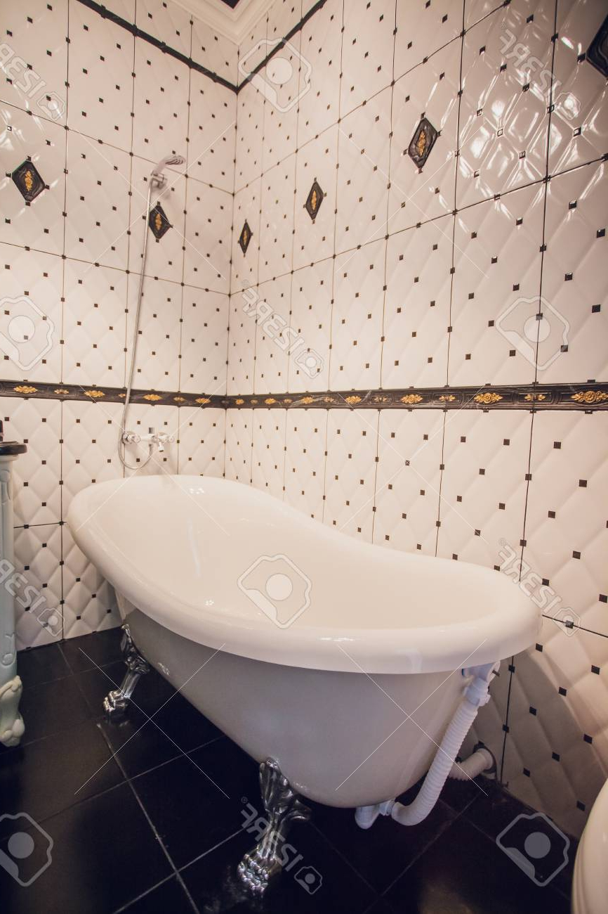 Trendy Modern Bathroom With A Shower Area And Bath Tub Including A Wall. (View 3 of 20)