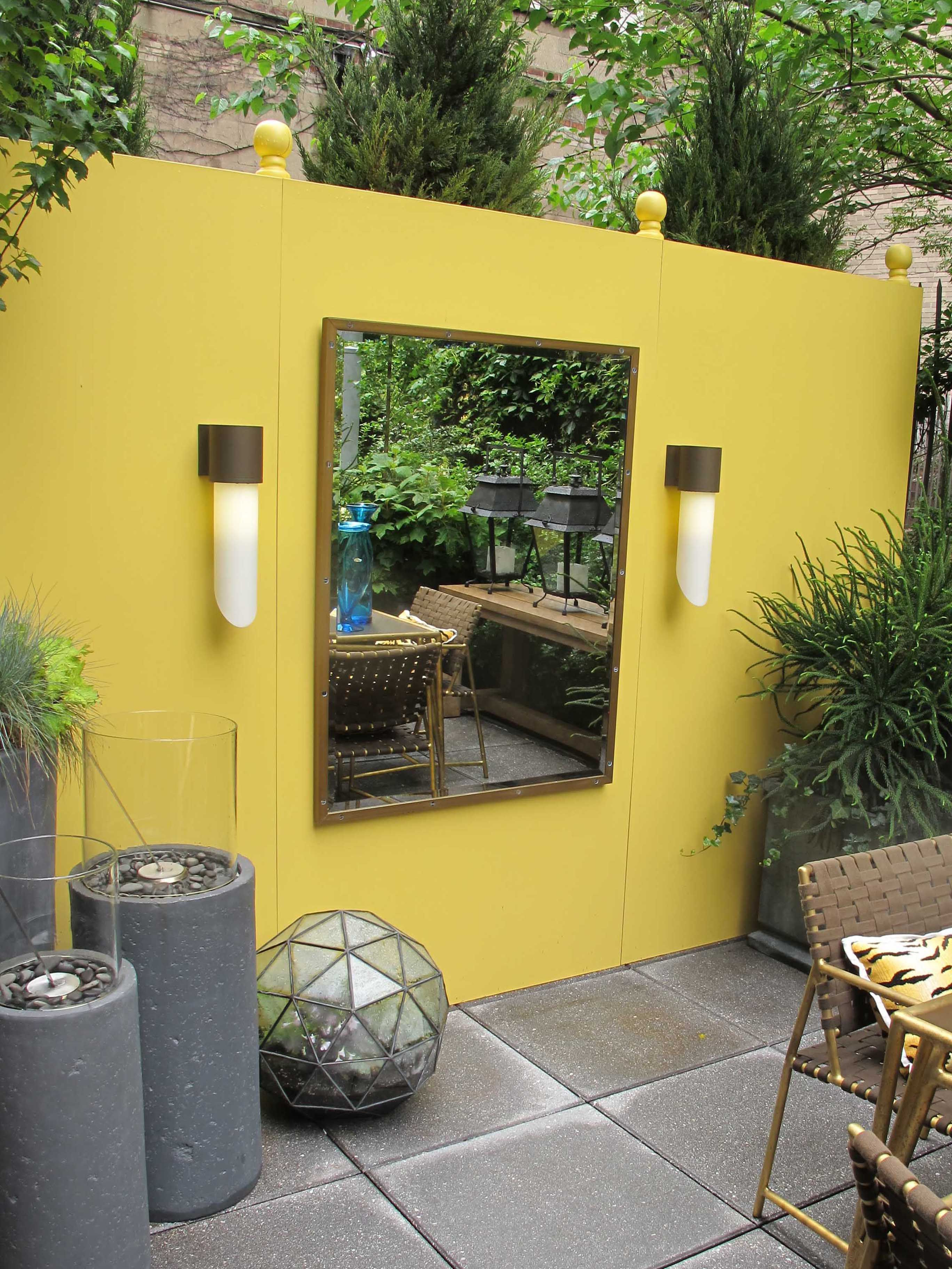 Well Known Yellow Wall Mirrors Intended For Yellow Wall Elle Decor Showhouse Nyc  (View 14 of 20)