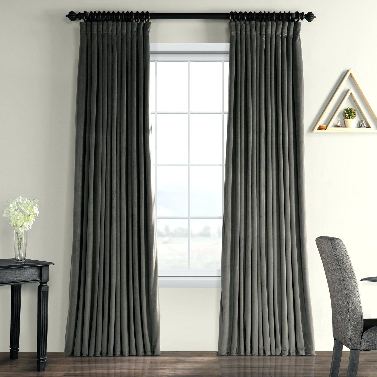 Trendy Signature Pinch Pleated Blackout Solid Velvet Curtain Panels With Velvet Curtain Panels (View 16 of 20)