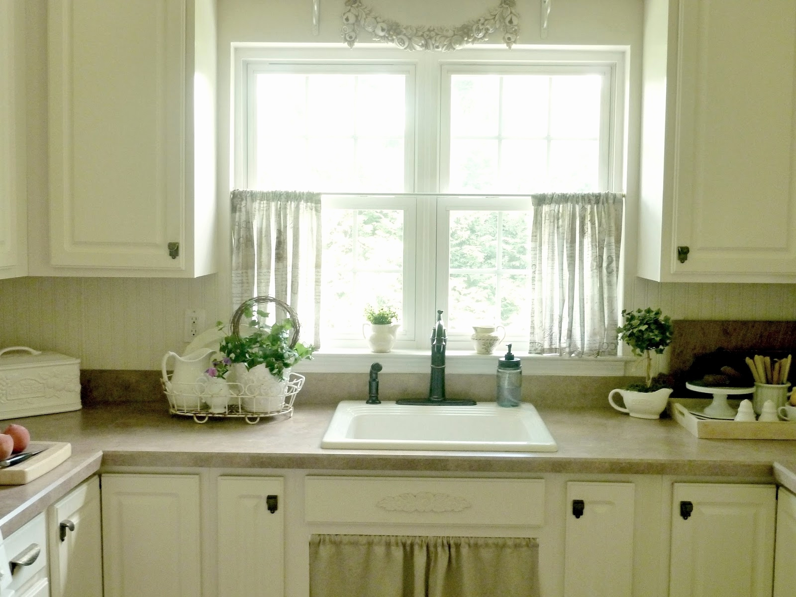 Small Farmhouse Kitchen With Curtains : Home Designs And For Favorite Farmhouse Kitchen Curtains (View 18 of 20)
