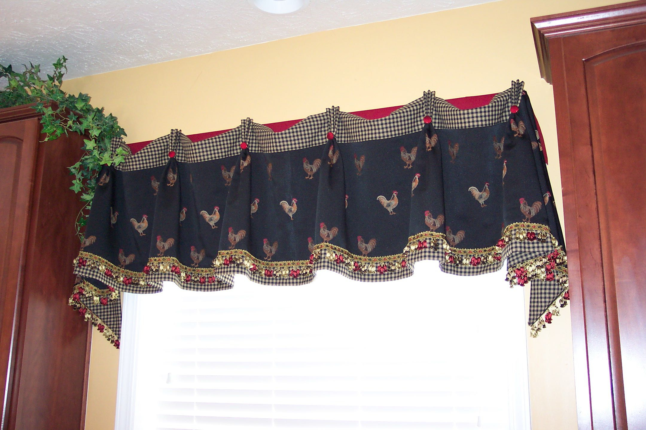 Traditional Two Piece Tailored Tier And Swag Window Curtains Sets With Ornate Rooster Print In Famous Kitchen Rooster Valance (View 16 of 20)